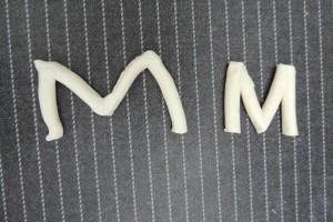 De hoofdletter M gemaakt zonder inzetten van de geleerde tools en met gebruik ervan. Zie het verschil!